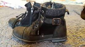River island kids leather boots. Size 31 /