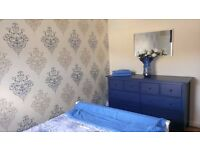 Light & Bright Double Room -ALL BILLS INCLUDED- Near Transport - Quiet & Professional Croydon House