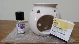 The Body Shop Crackled Ceramic Oil Burner with Lavender Oil