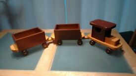 WOODEN TOY TRAIN AND 2 CARRIAGES