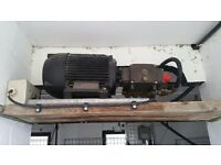 100 bar pressure washer pump and motor set. Includes gun, lance and hose