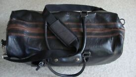 RIVER ISLAND LARGE LEATHER LOOK WEEKEND /SPORTS HOLDALL WITH SHOULDER STRAP