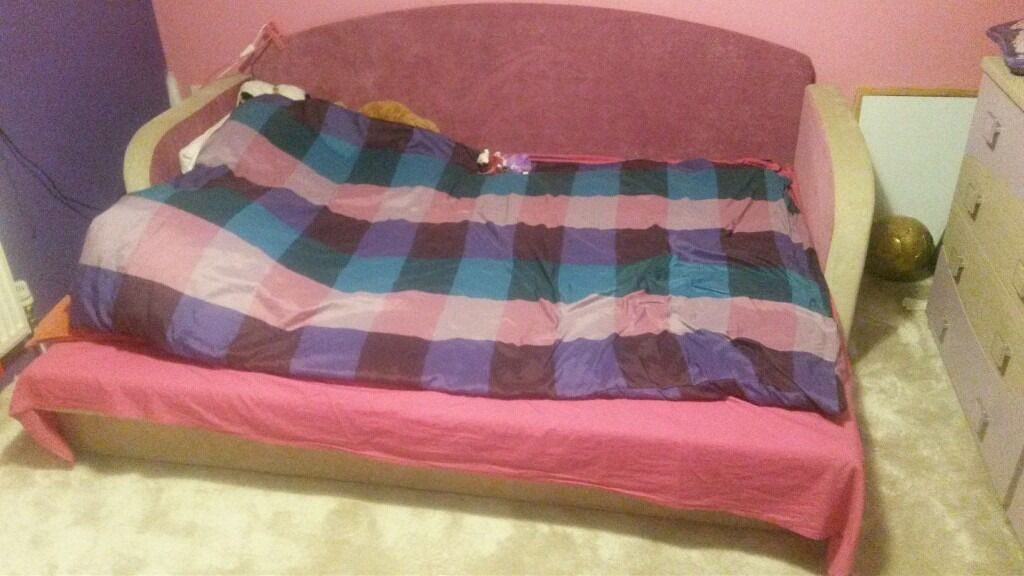 Sofa bed, very good condition. Space for duvet and pilow.