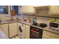 LOVELY and AFFORDABLE ROOm in CONVENIENT LOCATION !