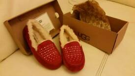 New boxed GENUINE ugg slippers