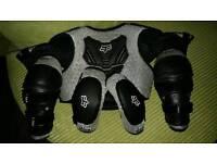 Fox titan peewee kids body armour, knee pads and elbow pads. (quad, pit bike, motocross)