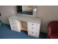 Lovely Dressing Table With Mirror And 6 Drawers