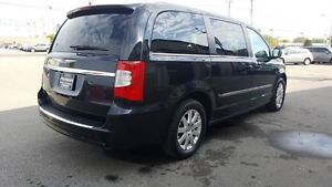 2014 Chrysler Town & Country DUAL AIR/HEAT-BACK UP CAMERA-PWR LI Windsor Region Ontario image 5