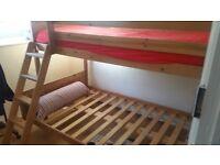 Dubble wooden bed