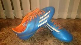 Boy Adidas football ⚽ boots F10 size UK 4