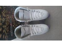 White roller boots/purple wheels, exc cond. Size 4