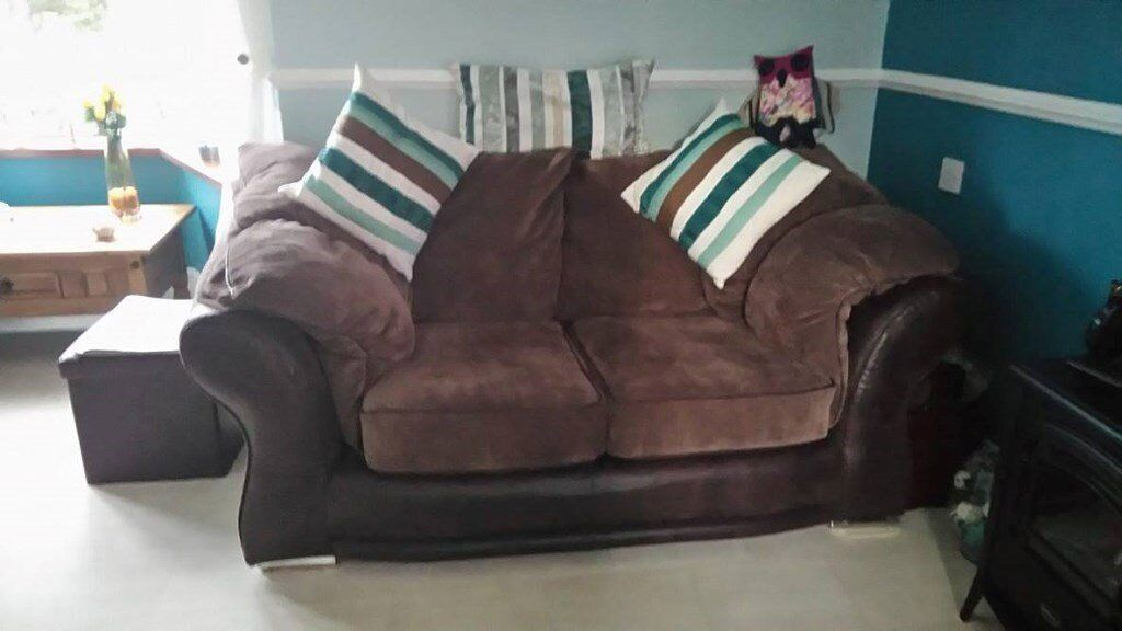Brown 2 seater and cuddle chair - excellent condition