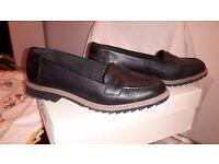 Clarks Black leather women's shoes size 5 1/2