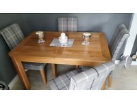 Hardwood expandable dinning table with chairs