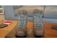 Size 5 / 38 Lowa boots. Military, desert boots.