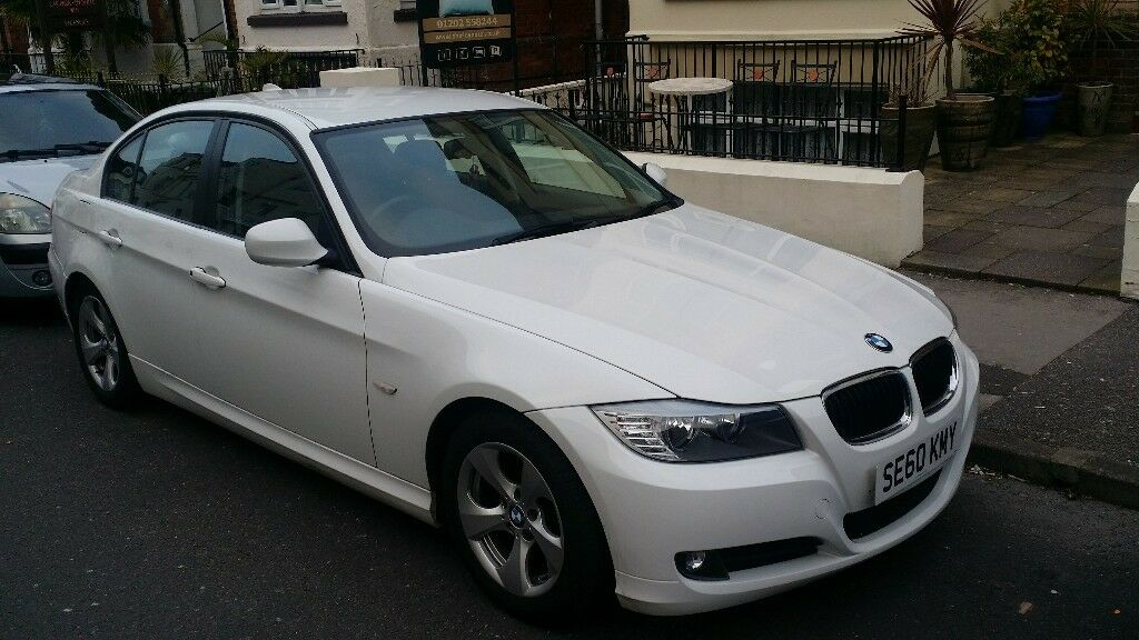 BMW 320d efficient dynamics 2011. manufacturer led handle lights.