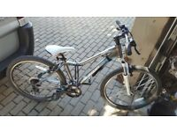 Mountain Bike Giant Revel W2. Hardly used.