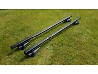Thule roof bars (761) and footpack (757)