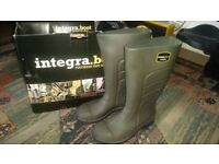 brand new steel toe cap wellies (UK 8)
