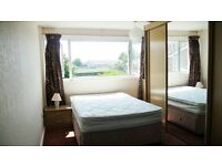 Large sunny double room in central Witney - available now.