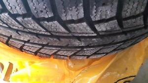195 65r15 goodyear weathermate NEUF.         sur roues mazda 3