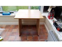 Small office desk - very good condition