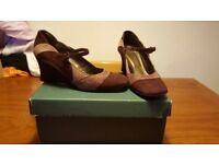 CLARKS ladies Purple & Lilac genuine suede wedge heel size 5