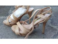 New Manas Lea Foscati Leather Beige Nude Sandals Heels Size 4 E37