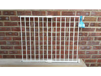 Lindam Wall Fix Metal Extending Safety Gate - No Trip - 62cms to 102cms