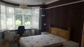 Beautiful house with garden, big room ,all bills inclusive,good location.