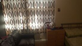A FULLY FURNISHED LARGE double bedroom is available in Bow/Mile End