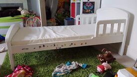 White Toddler Bed (Baby Weavers)