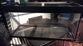 JUWEL FISH TANK FOR SALE,HAS CRACK ON THE BOTTOM OF IT CAN BE REPAIRED OR USE AS A VIVARIUM