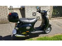 BLACK VESPA ET4 125cc low mileage