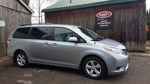 2011 Toyota Sienna LE, Dual DVD, 4cyl, NO Accidents, 7Passenger
