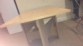 Large foldable dining tabel