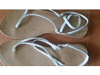 Ladies Women's White Sandals /Flip Flops size 7/40