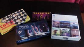4 board games: 2 chess, 1 manhattan and 1 puzzle (a thousand pieces)