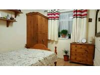 Nice double room to rent in Stanwell - couples welcome, all bills included!