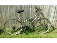 Raleigh Monsoon ladies/girls hybrid mountain bike in excellent condition
