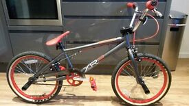 BMX Rooster XR2 bicycle ~ With stunt pegs ~ Excellent condition !