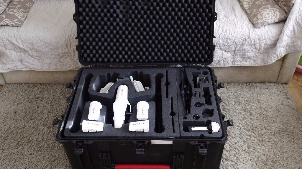 DJI INSPIRE 1 pro RAW with 2 remote, 512 ssd, 9 batteries, landing case, osmo, charger hub and more!