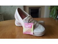 Ladies Skechers size 5