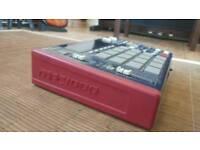 Mpc 1000 sampler drum machine