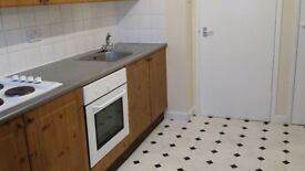 1 Large Bedroom maisonette wth Lounge, Kitchen, bathroom and Garden ,Humber Way, Langley.