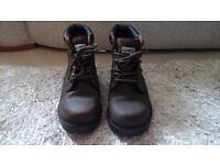 Mens or teen boy's sturdy walking/hiking boots. Size 8
