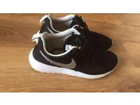 Ladies / girls Nike trainers size 4