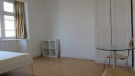 Beautiful kingsize rooms,zone 3, 3 min walk to railstation and town center, parking,bills&wifi incl
