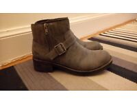 Womens Size 5 Ankle Boots by Rocket Dog