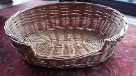 Wicker medium size pet basket.